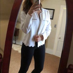 [I 🖤 Ronson] White Scalloped Textured Jacket